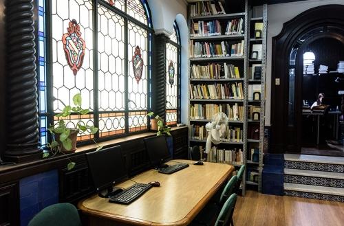 La biblioteca en el jardín de invierno